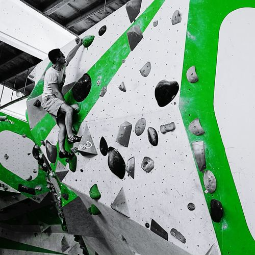 Rock Climbing Sport Extreme Sports Extremesport Mobilephotography Eye4photography  Eye4photography  HuaweiP9 Colorsplash Green People Watching People And Places