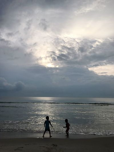 Brother Brotherhood EyeEm Thailand Sky Two People Water Beach Cloud - Sky Horizon Over Water Real People Outdoors Leisure Activity Sunset Full Length Nature Beauty In Nature Men Day People Adult Brother ThaiLocal Lifestyles