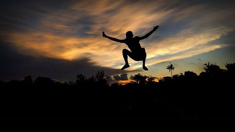 Jump Jump Lompat Silhouette Senja  Silhouttelovers 1day1klick Wepe67photography Mobilphonephotography Photooftheday Sunsetlovers Sunsetloversofinstagram