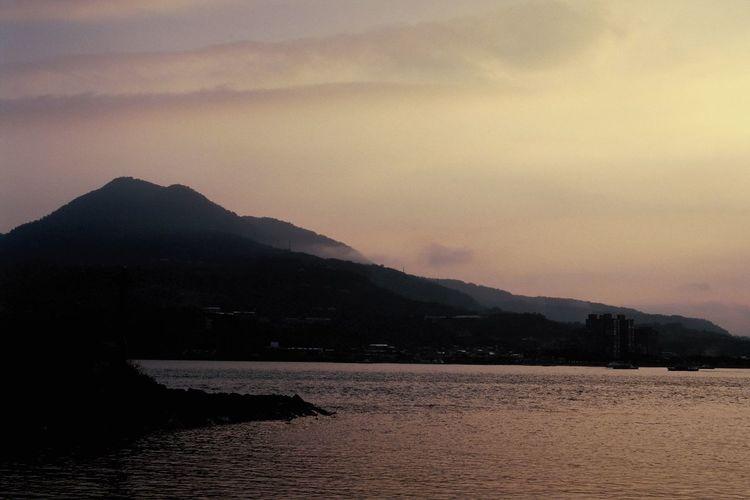 淡水 夕陽 Kodak Ektachrome 100 Filmisnotdead EyeEm Taiwan Film Photography Mountain Sky Beauty In Nature Scenics - Nature Water Tranquility Tranquil Scene No People Nature Sunset Sea Land Environment Landscape Cloud - Sky