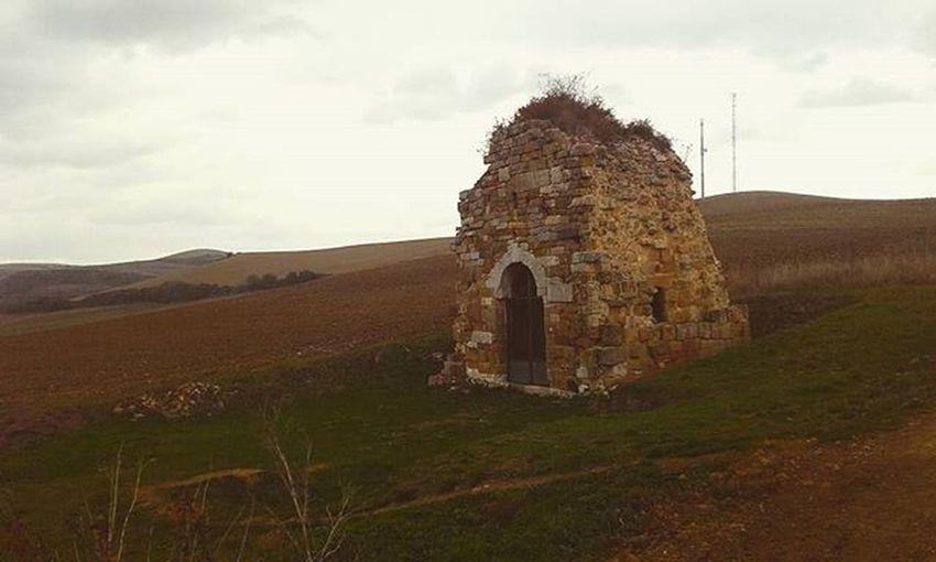 Ruins Hills CaminodeSantiago Iwanttostaythere