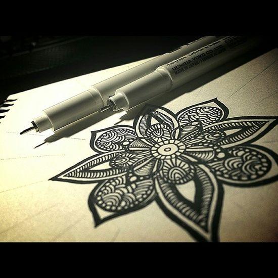Обновляю свежий скетчбук узоры линеры мандала рисунок орнамент графика mandala linework liners art doodling doodle drawing drawstagram painting paint indian ink sketchbook