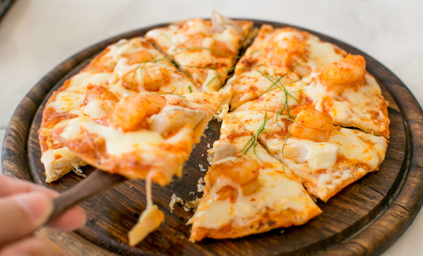 Italia Pizzalover Close-up Day Fat Food Food And Drink Freshness Human Body Part Human Hand Indoors  Pizza Plate Ready-to-eat Restaurant Seafood