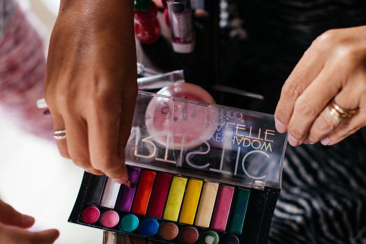 Brush Close-up Colours Hands Lifestyles Lipstick Makeup Makeup Brush MakeUp Brushes Makeup Powders Makeup Set Powder