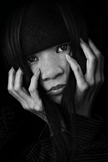 ... Portrait EyeEm Best Shots EyeEmbestshots PortraitPhotography Portraiture Portrait Photography Blancoynegro Blackandwhite Black And White Black And White Portrait Black And White Photography Black & White Black&white Blanco Y Negro Blackandwhite Photography Monochrome Monochromatic EyeEm Best Shots - Black + White EyeEm Bnw Hands