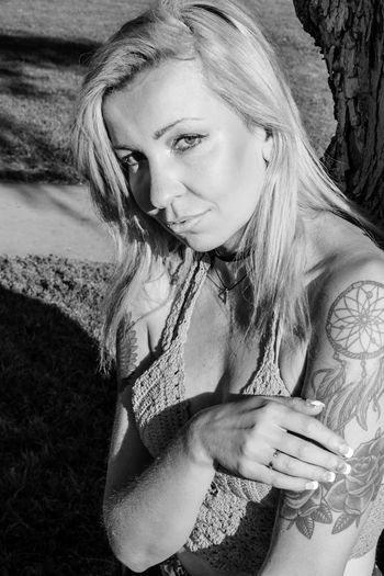 Tiina Beauty In Nature Escondido, Ca The Portraitist - 2017 EyeEm Awards Black And White Photography Blackandwhite Photography Blackandwhite Portrait Looking At Camera Beautiful Woman Outdoors Young Women Kit Carson Park Leafs 🍃 Tree One Person Carefree Fun Enjoyment Plant Leisure Activity Happiness One Young Woman Only Women California