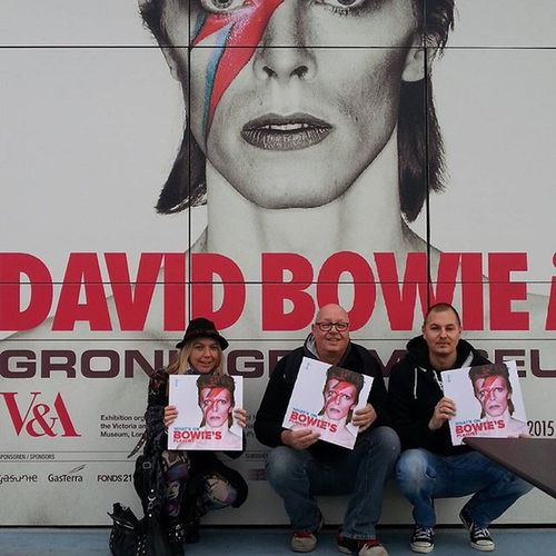 We are ready to visit Bowie Is.... next week. And as a bonus a empty special made cover . Davidbowieis Davidbowiefans Groningen Groningermuseum Davidbowie
