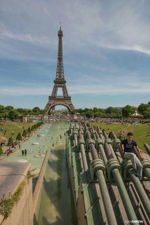 La Tour Effel Paris, France  Paris.fr Relaxing People Human Paris