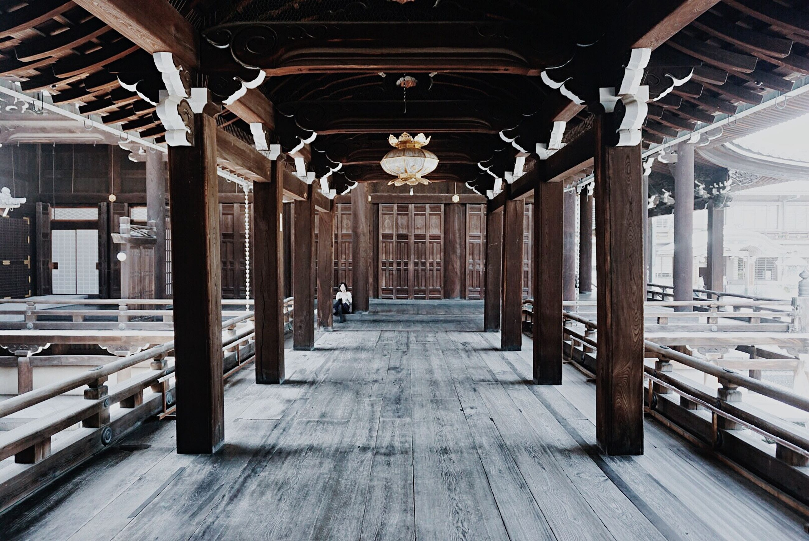 indoors, architecture, built structure, architectural column, the way forward, ceiling, transportation, column, diminishing perspective, travel, corridor, interior, arch, empty, incidental people, vanishing point, colonnade, travel destinations, absence, railroad station