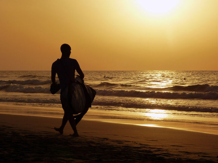 This is one of my favourite photos, so I thought I should share it with you 💕 Beach Fuerteventura La Pared Leisure Activity Lifestyles Orange Color Sunset Sunset On Fuerteventura Sunset Silhouettes Sunset_collection Sunsetporn Sunsets Surf Photography Surfer Surferphotos Hot Male Man