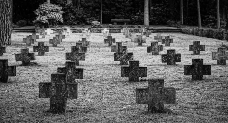 Cemetery Cross Diminishing Perspective Empty Friedhof In A Row Kreuz  Kreuze Memories Nature No People Outdoors Pattern Repetition Sterben The Way Forward Tombstone Tot