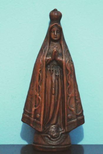O que nos resta sem a Fé Faith Nossasenhoraaparecida toda feita em pedra madeira...arte pernambucana adquirida em Fortaleza - Ce