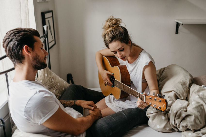 Bed Couple Cuddle Happiness Home Liebe Love Relationship Romantic Boyfriend Comfort Couple - Relationship Couplegoals Cozy Emotion Fall In Love Feelings Girlfriend Home Interior Joy Laughter Lazy Sunday Lifestyles Relationshipgoals Snuggle