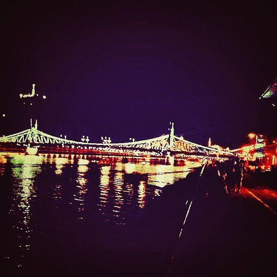 Chillin' @balnaterasz Budapest Balnaterasz Bálna Danube Amazing Lights Silhouettes View Summernight Harddaysnight Fridaynight Withmylove @nikola.vegh