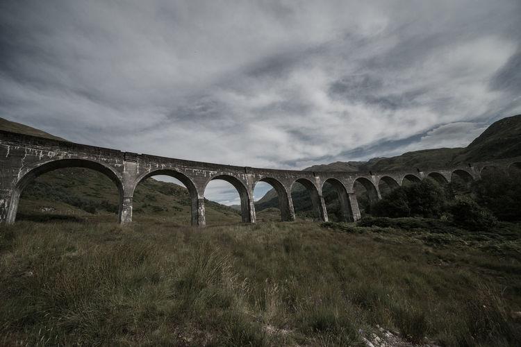 Arch bridge against sky