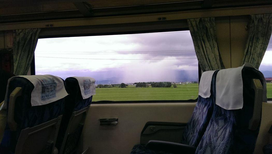 路過, 那團白白的應該在下雨吧!