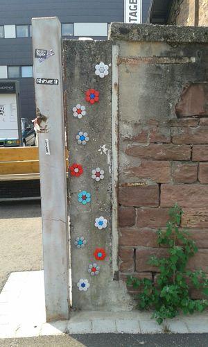 PET-Flaschen-Deckel Streetart Streetphotography Creative Urban Art By JUNIQE
