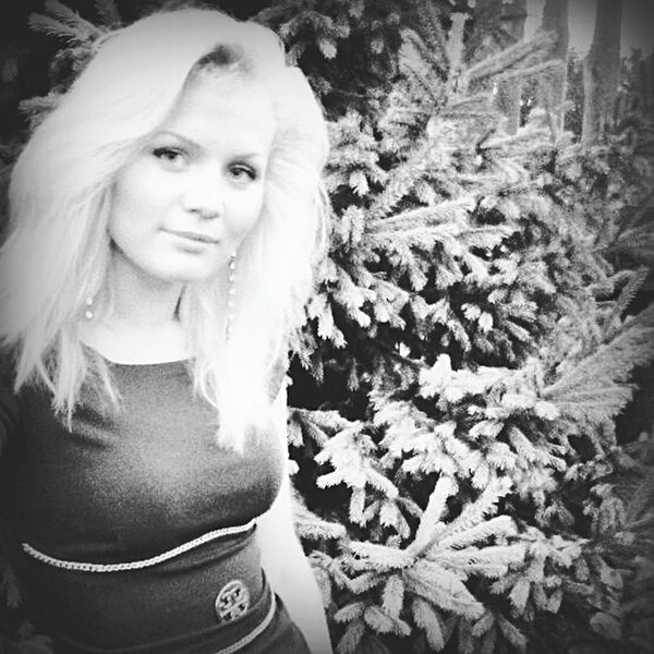 Hi! Enjoying Life Hello World People Blackandblacka Blackandwh Girls Selfie Girl Black&white