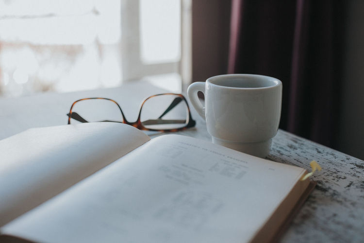 Coffee Coffee Break Coffee Time Studying Reading A Book Book Old Book French Vocabulary Education Learning Eyeglasses  Glasses Close-up No People Indoors  Drink Still Life Paper Cup Mug Publication Table Coffee Cup Eyeglasses  Coffee - Drink Food And Drink Refreshment Communication Tea Cup