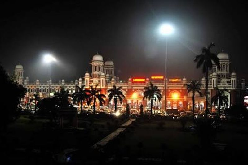 Cities At Night Indiaclicks India UttarPradesh Station Night Click Busynight Randomshot People Lights And Shadows Light In The Darkness Traveling Young Me