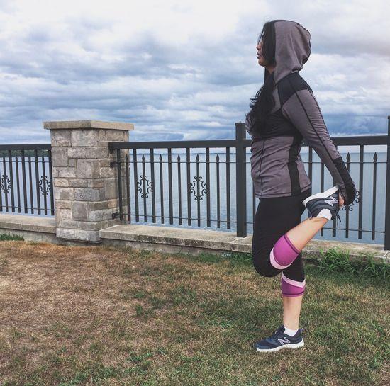 Fitness Fitness Runners High Running Running By The River Runner Girl Running Lifestyles Young Women Yoga Pose Running Free Hoodie Runner Profile Warm Up