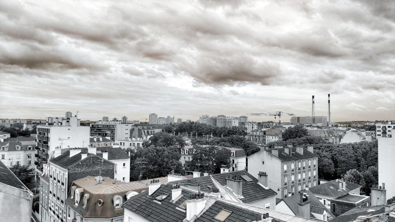 HIGH ANGLE SHOT OF TOWNSCAPE AGAINST SKY
