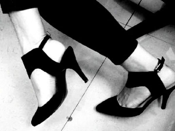 Love my feet.. bagian terindah yang kumiliki Hello World Blackandwhite Black & White Blackandwhite Photography HighHeels Lovemyshoes Loveit Zaloraindonesia INDONESIA