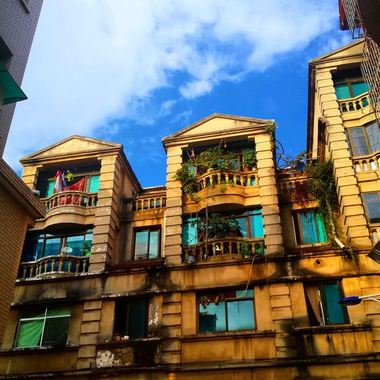 Chinese buildings that interested me with the amazing sky today Sky And Clouds Old Buildings Guiyang Streamzoofamily