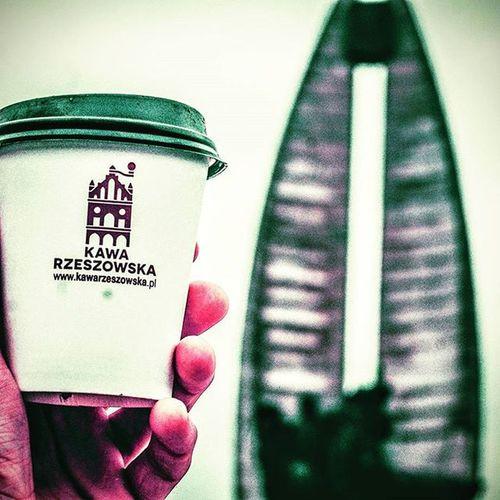 Wybieracie się dziś na spacer? Warto zabrać ze sobą Kawę Rzeszowską. Teraz spotkacie nas w CH Plaza w strefie Food Court oraz na ul. Kościuszki 3 w podwórzu. Do zobaczenia. Rzeszów Rzeszów Coffee Coffeetime Barista Aeropress Mobilnakawiarnia Kawa Instamood Instagood Instalove Instacoffee Igersrzeszow Kawarzeszowska Coffebreak Coffeetogo Coffeelove Love Photooftheday Happy Bestoftheday Instamood Herbata Kawasamasięniezrobi Kawiarnia chemex syphon aeropresscoffee kawaswiezopalona spacer kawa pysznie
