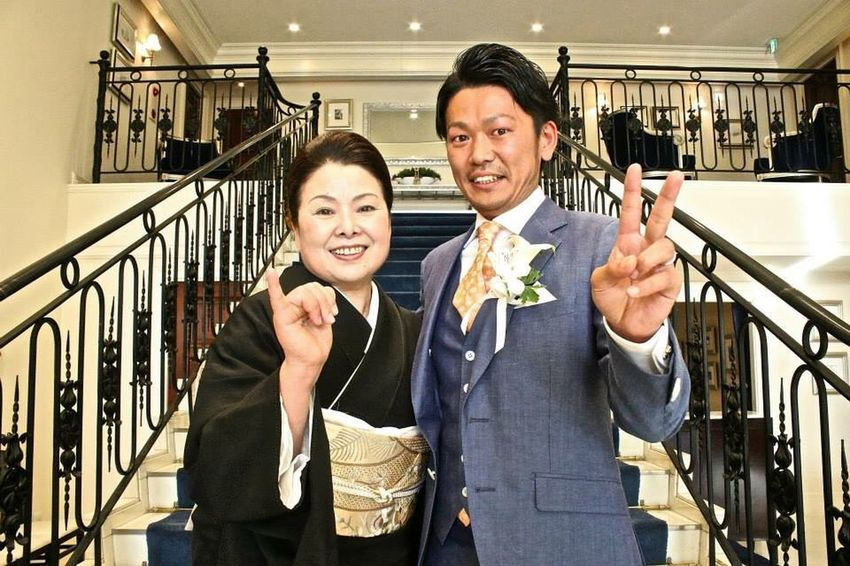 Wedding Photography 結婚式 ひろし ダチ 母ちゃん 親子 Smiling Two People Railing Looking At Camera Adult Happiness Men People Portrait Couple - Relationship Females Real People