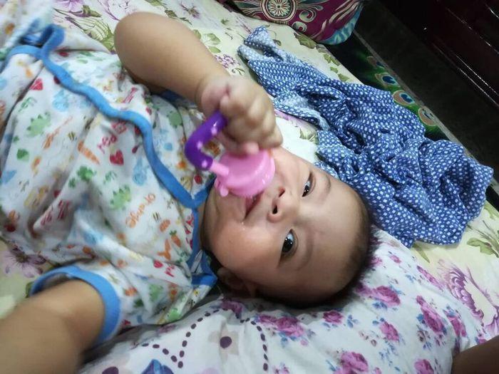 Ayen tengah makan. Nyam nyam Baby Babyfood Babyboy Cute