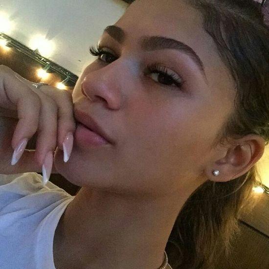 Zendaya Coleman Zendaya Mixed Girl Biracial Natrual Beauty  Natrualbeauty Selfie ✌ Selfie✌ Long Eyelashes Eyebrows On Fleek Aesthetics Gorgeous Model Singer  Actress Nails