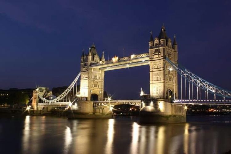 London, United Kingdom Tower Bridge  Night Shot Travel Photography Canon EOS 50D  Water Reflections Reflection_collection