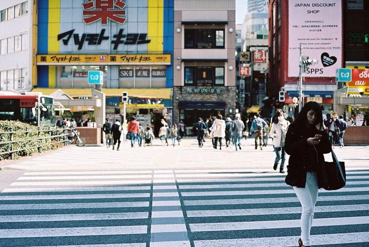Contax G2 Kodak Portra 35mm Film Film Streetphotography Tokyo Ikebukuro Crossing The Street