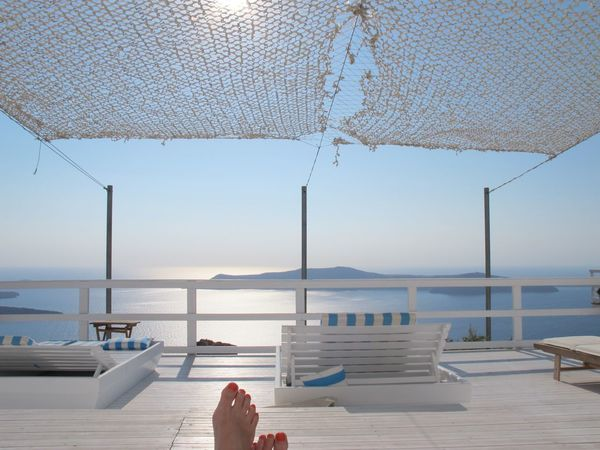 Holiday POV Santorini Seaside Canon Barefoot Summer Views Capture The Moment Blue Wave White And Blue Relaxing Sunshade Telling Stories Differently The Beauty Of Nature Enjoying Life Relaxing Moments Relaxation EyeEm Nature Lover Net Outlook View From The Top White And Blue Sky The Essence Of Summer Original Experiences Feel The Journey Miles Away