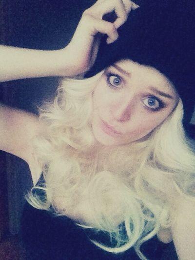 Curled hair and a beanie... No biggie :*