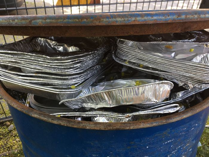 Rohstoff Aluminium, Tonne, Essen, Müll, Abfall, Recycling, Trash Waste Management Waste Aluminum Recycling No People Container High Angle View Metal Still Life Day Outdoors Food And Drink