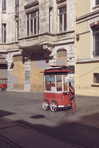 Architecture Building Exterior Cart City Life Façade Food Istanbul Turkey Istiklal Istiklal Street Simit Simitçi Street Street Photography Streetphoto_bw Streetphotography Taksimbeyoglu