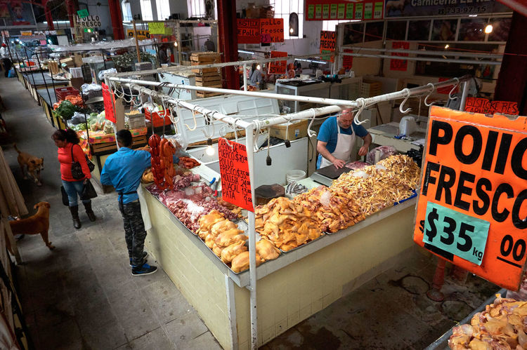 Everyday Life Freshness Market Market Stall Mercado Mexican Culture Mexico De Mis Amores Raw Chicken Retail  Streetphotography This Is Latin America Small Business Heroes