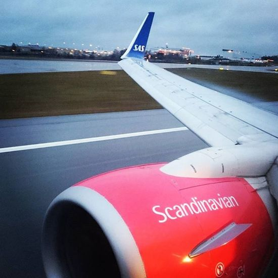 Touchdown Morningflight to Stockholm aka Människobyn completed. Now time for some meetings. Heading back home tomorrow. Sas Staralliance Vinglet Runway Boeing737 Arlanda