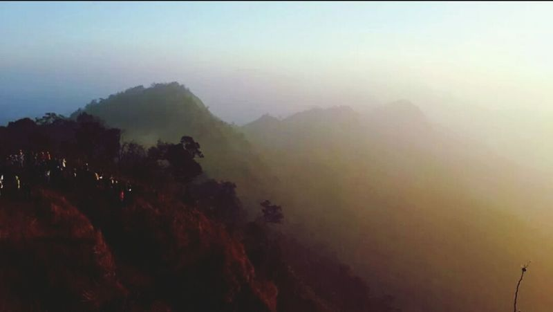 Love this. @phu chi fa, thailand. Hikingadventures Mountain View Moutain Sunshine
