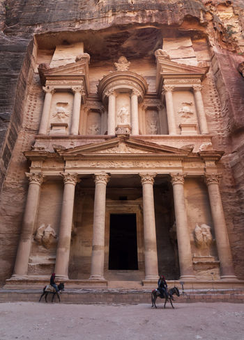 Felling like indiana jones 😎😎EyeEm Selects Petra Jordan Architecture Built Structure Ancient One Person Ancient Civilization Outdoors Building Exterior EyeEm Best Shots Treasury Natgeo Eyeemphotography Omd Em5 Mark Ii Petra Old Ruin Canyon Olympus Bestplace Travel Destinations Beauty In Nature Indianajones 90s Solotraveler Travel
