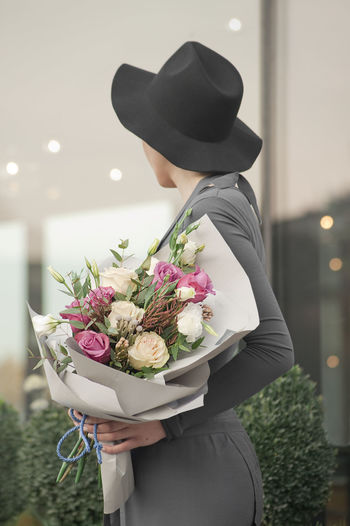 Hortensia Adult Bouquet Bride Celebration Close-up Day Flower Fragility Freshness Hat Holding Indoors  Life Events Lifestyles Men One Person People Real People Standing Wedding Wedding Dress Women Young Adult