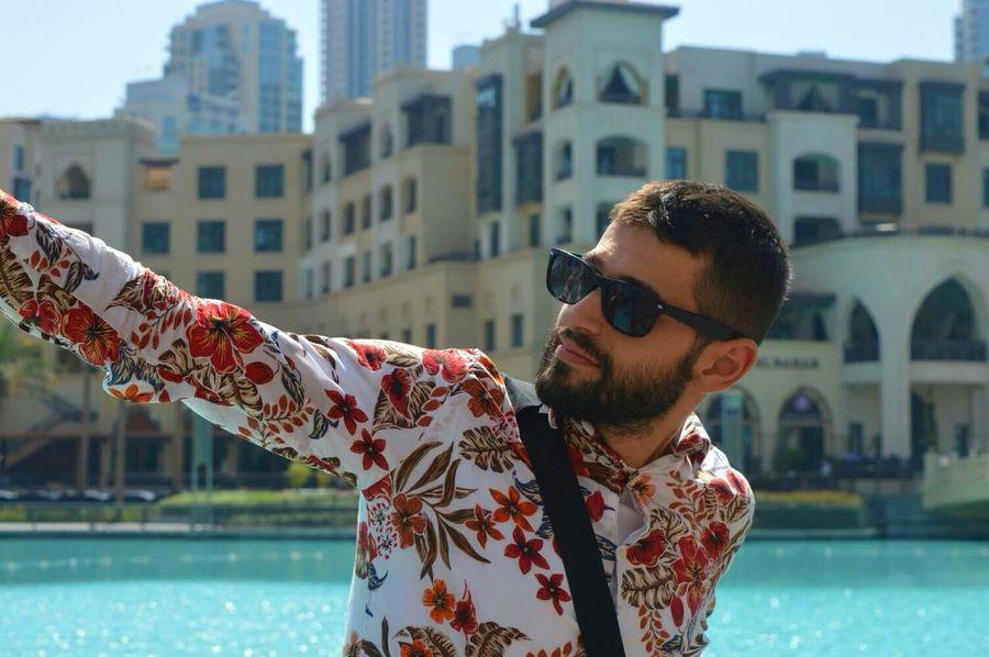 Sunglasses Only Men Individuality Day Lifestyles Fashion One Person Dubai Fountain