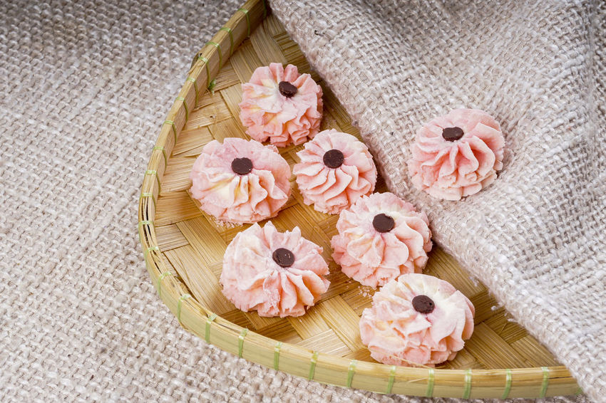 SEMPERIT OR ROSE COOKIES ON WOODEN TABLE Cookies Eid Mubarak RAYA CAKES Ramadan Mubarak Asian Food Freshness Indoors  Local Food No People Semperit Still Life