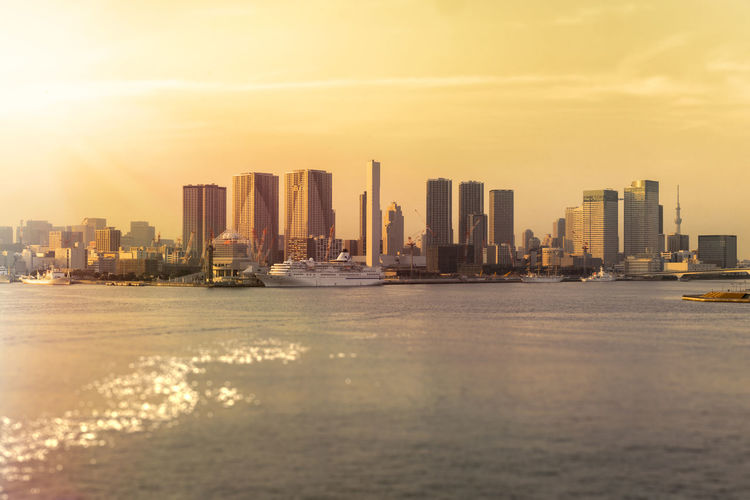 Sunset view from rainbow bridge of hamamatsucho and hinode coast in tokyo bay with a cruise.