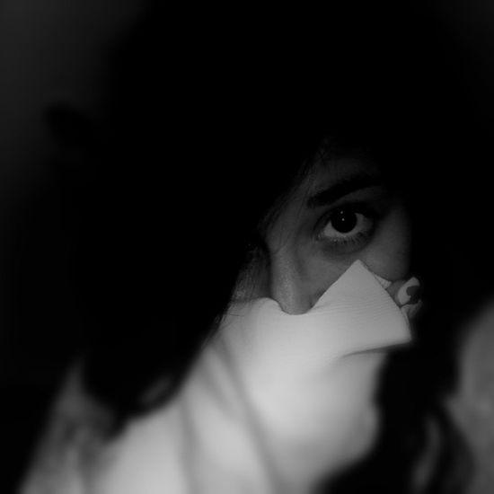 Hush  Alternativealice Photograph Ilhadasfotos Photography Portrait Bnw_captures Vscogood Vsco_bnw Flair Bw Photo Shooting 🔯📷