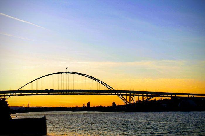 horizon and bridge at sunset River Water City Sunset Bridge - Man Made Structure Silhouette Sky Architecture Built Structure Suspension Bridge Engineering The Traveler - 2018 EyeEm Awards The Architect - 2018 EyeEm Awards