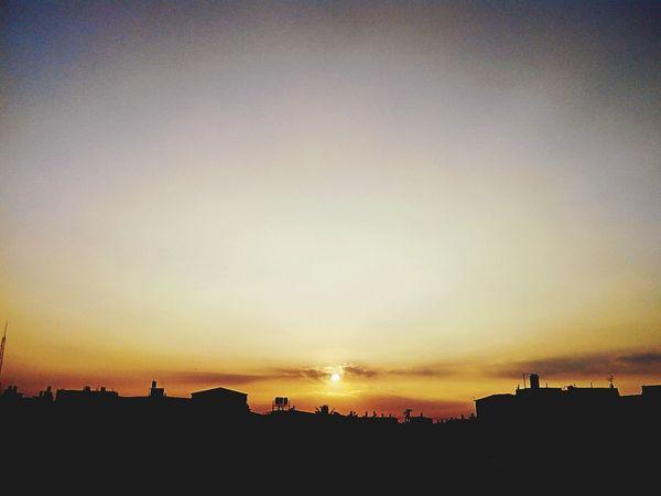 又爬上屋頂看 夕陽