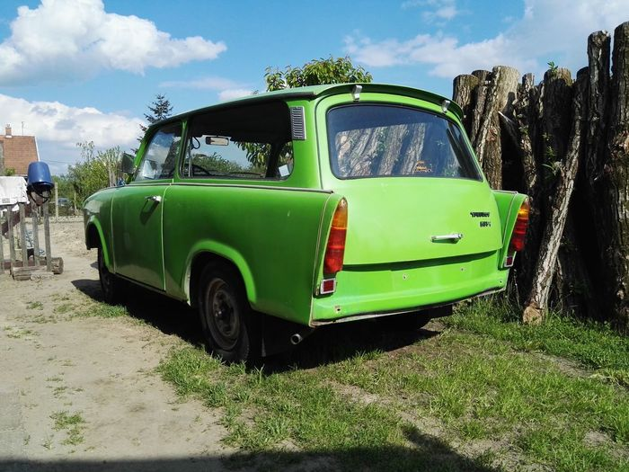 Trabant601 Green Color Automobile Autoportrait